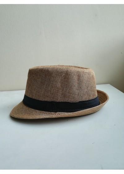 Дамска лятна шапка с периферия в светло кафяво с черен акцент