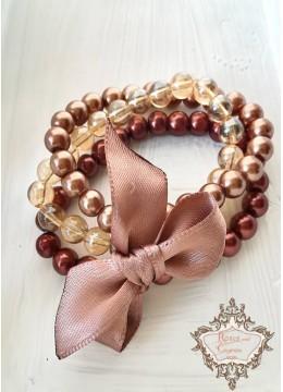 Блестящ и красив комплект гривни от Сваровски кристали и стъклени перли в цвят кафяво и бежово