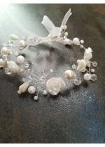 Дизайнерска булчинска гривна с бели перли и кристали Сваровски White Roses by Rosie