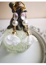 Ефектни обици с цветя, Сваровски кристали и перли в бяло White Lilly